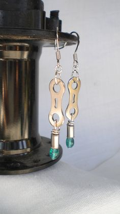 Pretty bicycle chain link earrings. Bicycle Crafts, Bike Craft, Bicycle Art, Cycle Parts, Bike Parts, Chainmaille, Repurposed, I Shop, Art Projects
