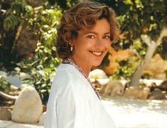 Η ιδρύτρια και ψυχή της γκαλερί «Μέδουσα» Μαρία Δημητριάδη έφυγε από τη ζωή σήμερα ύστερα από μακρόχρονη μάχη με τον καρκίνο. Η γνωστή γκαλερίστα νοσηλευόταν στο θεραπευτήριο Υγεία. Η Μαρία Δημητριάδη άφησε τη δική της σφραγίδα στα δρώμενα της σύγχρονης ελληνικής τέχνης με τις επιλογές και τη δραστηριότητα της «Μέδουσας». Ξεκίνησε τη γκαλερί σε ηλικία …