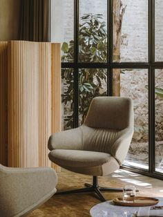 Design studio Lievore Altherr Molina has given the Kinesit Met office chair a contemporary update with a host of new textures and materials.