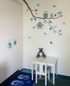 Moderne tak in muursticker stijl voor in de babykamer. Kan naar wens aangepast worden bij BIM Muurschildering, vele voorbeelden op de website.