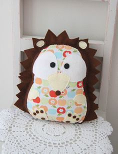 Hedgehog toy by Plushka's craft (no tutorial or pattern available, unfortunately, but lots of inspirational pictures of her other projects --- eye candy up the wazoo, lol!)