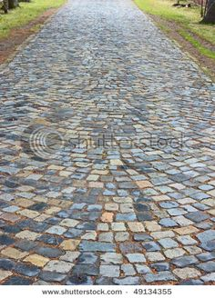 great use for second and off cut bricks Driveway Paving, Driveway Design, Path Design, Stone Walkway, Driveway Landscaping, Stone Path, Paving Stones, Outdoor Walkway, Backyard Patio