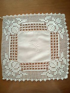 Centerpiece-linen and cotton mixed mat with white crochet lace, cover Crochet Doily Diagram, Crochet Motif, Crochet Doilies, Crochet Lace, Crochet Towel, Love Crochet, Crotchet Patterns, Knitting Patterns, Crochet Boarders
