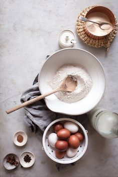 Slowing down to savour a slow Saturday morning breakfast with handmade ceramic tableware. Savoury Baking, Healthy Baking, Healthy Food, Food Photography Styling, Food Styling, Photography Ideas, Sweets Photography, Portrait Photography, Baking For Beginners