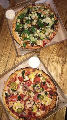 Pizza Food T, Diy Food, Love Food, Food And Drink, Yummy Food, Food Snapchat, Aesthetic Food, Food Cravings, Creative Food