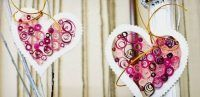 This interesting craft idea for kids is the perfect decoration for a holiday or a nice valentines souvenir on Valentine& Day. Can be made of quilling paper Kinder Valentines, Homemade Valentines, Valentines Day Gifts For Him, Valentine Day Love, Valentine Day Crafts, Origami And Quilling, Quilled Paper Art, Crafts For Kids, Arts And Crafts