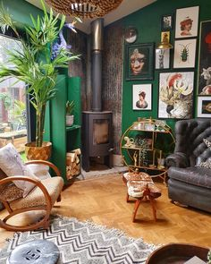 Eclectic home decor Decor eclectic Gallery wall Eclectic Design, Eclectic Decor, Colorful Interior Design, Eclectic Furniture, Design Eclético, Design Ideas, Eclectic Gallery Wall, Retro Living Rooms, Quirky Living Room Ideas