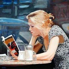 Resultado de imagem para mulher sentada lendo um livro ao entardecer