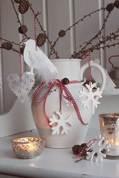 natural Christmas decor- beautiful and simple