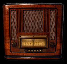 Silvertone R1181 Unique Antique Bluetooth Radios. Vintage retro MP3 docking stations.