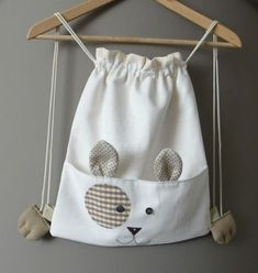 Drawstring bag inspiration for a kitty bag - more photos @ linked page :) Bag Sewing, Sewing Crafts, Sewing Projects, Diy Sac, String Bag, Fabric Bags, Kids Bags, Cute Bags, Sewing For Kids