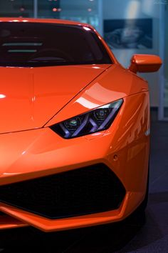The Lamborghini Huracan was debuted at the 2014 Geneva Motor Show and went into production in the same year. The car Lamborghini's replacement to the Gallardo. Huracan Lamborghini, Ferrari, Bugatti, Sexy Cars, Hot Cars, Rolls Royce, Supercars, Wallpaper Carros, Sport Cars