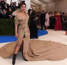 """Priyanka Chopra Our very own desi girl 'Priyanka Chopra' knows how to own the red carpet at any international event be it Oscars, Golden Globes or any other starry affair and now the top Bollywood actress has once again turned heads on the red carpet of Met Gala 2017 which was attended by the creme-de-la-creme … Continue reading """"Priyanka Chopra Smocking Hot On The Red Carpet Of Met Gala 2017"""""""