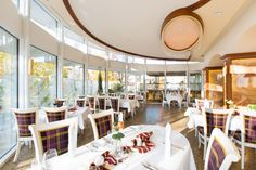 Im barocken Restaurant und dem lichtdurchflutetem Pavillon speisen Sie mal herzhaft-schwäbisch, mal international.