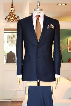 Serious classic styling going on Der Gentleman, Gentleman Style, Sharp Dressed Man, Well Dressed Men, Mens Fashion Suits, Mens Suits, Womens Fashion, Terno Slim, Dark Blue Suit