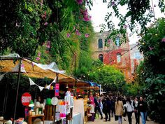 Think you know Poblenou? Think again!   A neighbourhood that has transformed over the years, the Poblenou district is home to plenty of restaurants, nig... - AB Apartment Barcelona - Google+