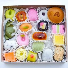 Japanese sweets--so pretty!!!