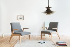 The armchairs R-1378 that fulfil the needs for modern, timeless furniture.