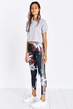 Adidas originals lotus print legging pretty tomboy sport out Sport Fashion, Look Fashion, Urban Fashion, Fitness Fashion, Fashion Night, Fashion Black, Fashion Shoot, Sport Outfits, Casual Outfits