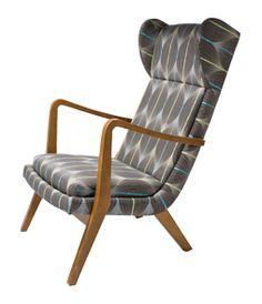 Comfortabele retro design loungestoel met hoge rugleuning.