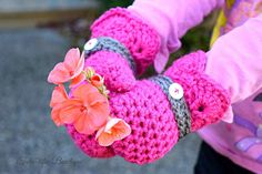Shelby Mitts - FREE crochet pattern on Sincerely Pam
