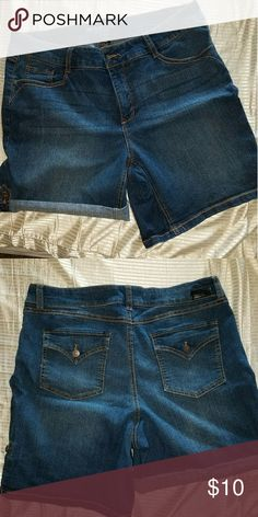Denim shorts Brand new den shorts..has a tab on the side to roll the shorts up. Never worn..no tags..Size 16W Sound Style Shorts Jean Shorts