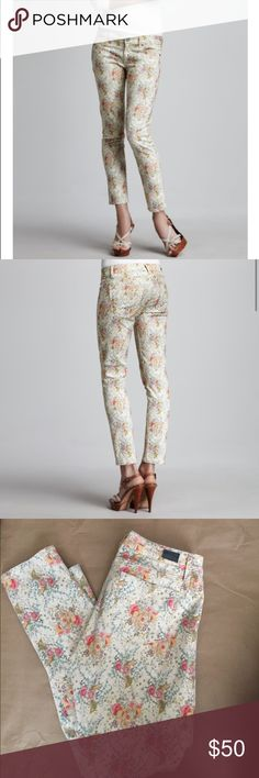 Paige Skyline Ankle Peg Floral Jeans! Paige Skyline Ankle Peg floral jeans! Cream with floral print! Size 31. Waist measuring across the front 16 inches. Inseam 29 inches. Great condition! PAIGE Jeans Ankle & Cropped