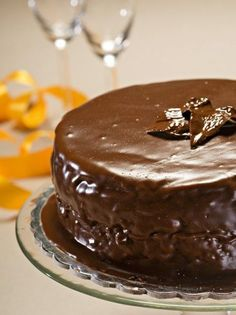 Ζάχερ τόρτε (Sacher Torte) - www.olivemagazine.gr Greek Sweets, Greek Desserts, Party Desserts, Greek Recipes, Cookbook Recipes, Cake Recipes, Cooking Recipes, Xmas Food, Christmas Sweets