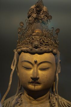 Maybe it's the lighting? You can sense the presence of perfection. The perfection of true nature. Japanese Buddhism, Japanese Art, Buddha Face, Thai Art, Taoism, Religion, Guanyin, Buddhist Art, Sacred Art