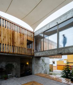 Completed in 2010 in Antofagasta, Chile. Images by Pablo Blanco. The house, located in Region II – Antofagasta, is composed by two volumes, public and private, connected through a large elevated glass...