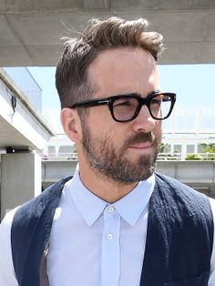 gray hair and beard images at DuckDuckGo Style Ryan Reynolds, Ryan Reynolds Haircut, Vanity Fair, Cannes, Types Of Fade Haircut, Beard Images, Tom Ford Eyewear, Vintage Bra, Hollywood Men