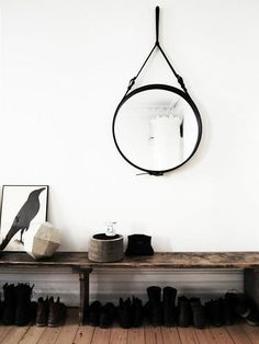Round mirror in the entry / hallway and shoe bench Scandi Living, Home And Living, Interior Styling, Interior Decorating, Decorating Ideas, Decoration Hall, Noguchi Coffee Table, Room Deco, Sweet Home