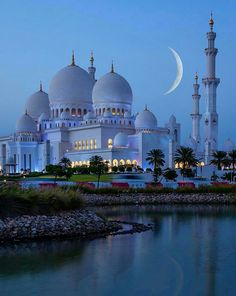 Amazing view by night at Sheikh Zayed Mosque in Abu Dhabi United Arab Emirates. Courtesy of Amazing view by night at Sheikh Zayed Mosque in Abu Dhabi United Arab Emirates. Courtesy of . Beautiful Mosques, Beautiful Buildings, Beautiful Places, Beautiful Life, Amazing Places, Beautiful Sunrise, Wonderful Places, Abu Dhabi, Top 10 Honeymoon Destinations
