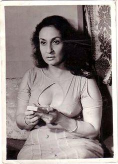 Indian Actress Hot Pics, Most Beautiful Indian Actress, Beautiful Asian Girls, Indian Actresses, Bollywood Cinema, Bollywood Girls, Bollywood Actors, Rekha Actress, Old Actress
