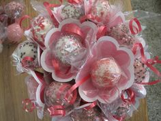 Cake Pop Bouquets. Love the flower shaped papers.
