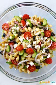 Ensalada griega con macarrones receta en http://www.sersentirvivir.com/#!recetas/uboew