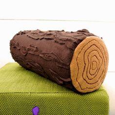 Woody ist aus ganz besonderem Holz geschnitzt..  ..aus kuschelig, weichem Fleece.    Er wurde mit ganz viel Liebe zum Detail gefertigt.Jedes Stü