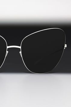 4f43fff839 Experimental shapes in a minimalistic material concept define the ESSENTIAL  concept of the MYKITA + MAISON MARGIELA collection. Meet the radical  sunglasses ...
