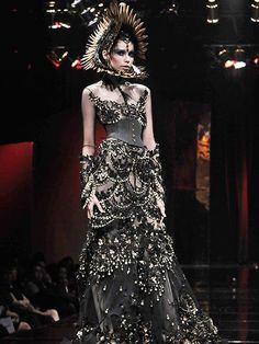 A creation of the amazing designer Tex Saverio from Indonesia! #Texsaverio #worldwidecouture #wwc #fashiondesigner #fashion #couture http://worldwidecouture.com/ http://texsaverio.com/