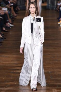 See the complete Lanvin Spring 2017 Ready-to-Wear collection.