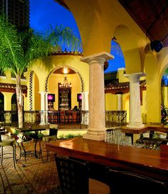 Ember in Downtown Orlando, is an open air venue with a distinct Mediterranean feel. It's a fun yet sophisticated venue for small, intimate events.