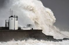02/08/2016 - A winter storm with hurricane-force winds and huge waves battered Britain's coastline Monday, cutting power to thousands and disrupting travel across the country.