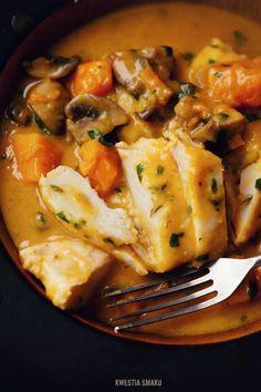 Piersi kurczaka w sosie z dynią i pieczarkami, danie jednogarnkowe - przepis. Kwestia Smaku
