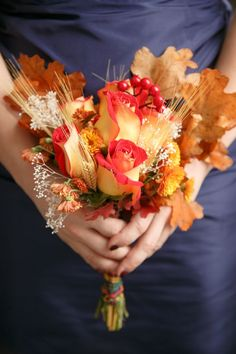 Two-tone red-gold roses, autumn leaves, wheat, and baby's breath? Could this be any more of what I wanted?? A beautiful autumn bouquet. #AutumnWedding #WeddingBouquets