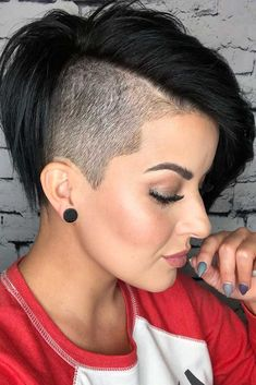 In Appreciation Of All The Babes Rocking A Disconnected Undercut ★ Undercut Hairstyles Women, Girl Undercut, Shaved Undercut, Undercut Styles, Undercut Women, Short Hair Undercut, Short Hairstyles For Women, Undercut Designs, Hairstyles Haircuts