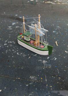 Realidad Miniaturizada  / Viaje en Barco by Daniel Cérre