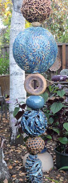 Totems for the garden Totems für den Garten Mosaic Garden Art, Mosaic Art, Pottery Sculpture, Sculpture Art, Garden Sculptures, Garden Totems, Garden Stakes, Native American Symbols, American Indians