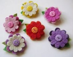 Flowers of felt Cloth Flowers, Felt Flowers, Diy Flowers, Fabric Flowers, Felt Crafts Diy, Crafts To Do, Fabric Crafts, Felt Embroidery, Felt Applique