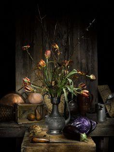 Vaso di fiori con coltello Author: Fabio Di Carlo Flower pot and knife. Printed on certified EPSON LUSTER 260 GR paper.