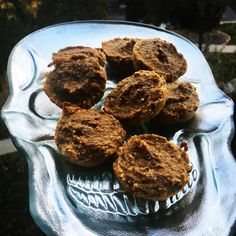 'Sugar free 🎃🍌breakfast bites' In a large mixing bowl add 1 c oat flour, 1/2 c oats, 2 ripe 🍌s, 1/2 c pumpkin purée, 1 scoop plant based vanilla protein powder, 1 tsp vanilla extract & 2 tsp pumpkin pie spice. Mix until well combined. Pour into muffins tins. Bake at 350 degrees for about 15 minutes. Enjoy!